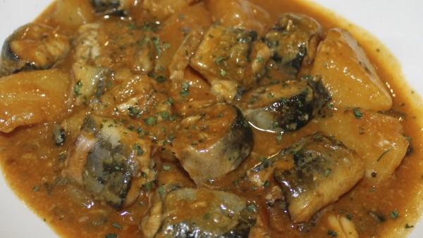 all-i-pebre-eels-in-all-i-pebre-sauce-garlic-pepper-seafod-restaurant-valencia-spain