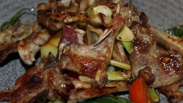 little-chops-cutlets-with-tender-garlics-best-seafood-meat-restaurant-valencia-spain