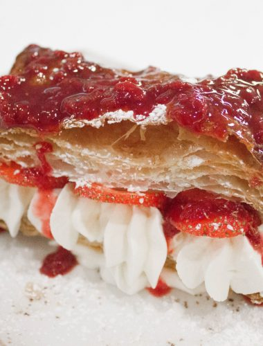 Puff pastry with strawberries and cream
