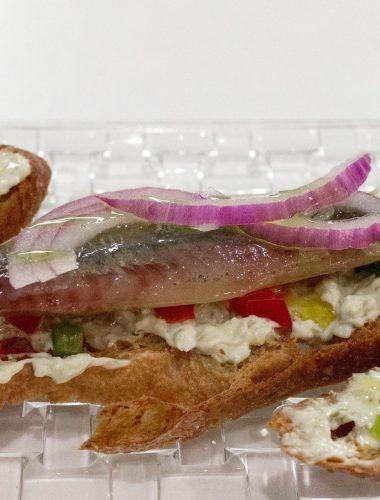 Smoked sardine montadito